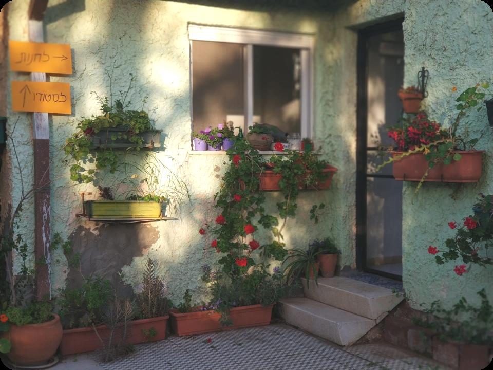 חנות וסטודיו ביתיים בלב המושבה הפסטורלית פרדס חנה